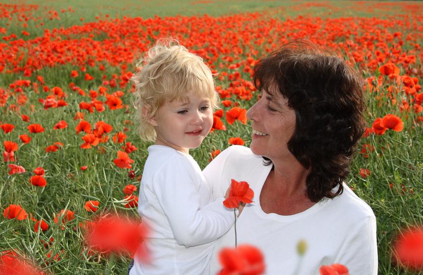 Oma und Enkeltochter